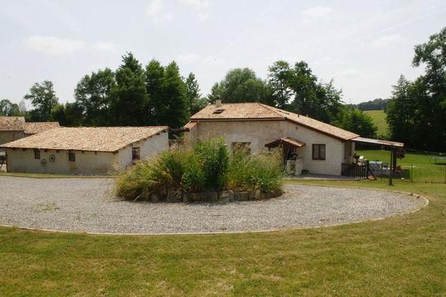 3 bed farmhouse for sale in Barbezieux-Saint-Hilaire, Cognac, Charente, Poitou-Charentes, France