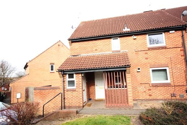 Thumbnail Maisonette to rent in Ipswich Close, Leicester
