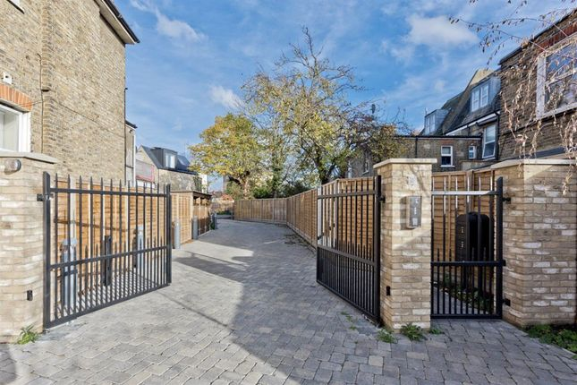 Thumbnail Property to rent in Starling Mews, Surbiton