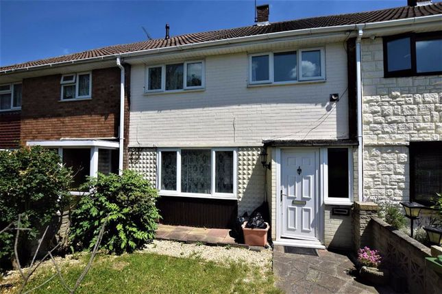 3 bed terraced house to rent in Clickett End, Basildon, Essex SS14