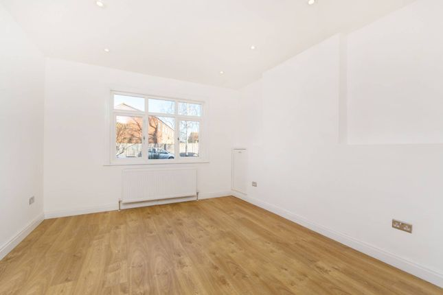 Thumbnail Bungalow for sale in Meopham Road, Mitcham
