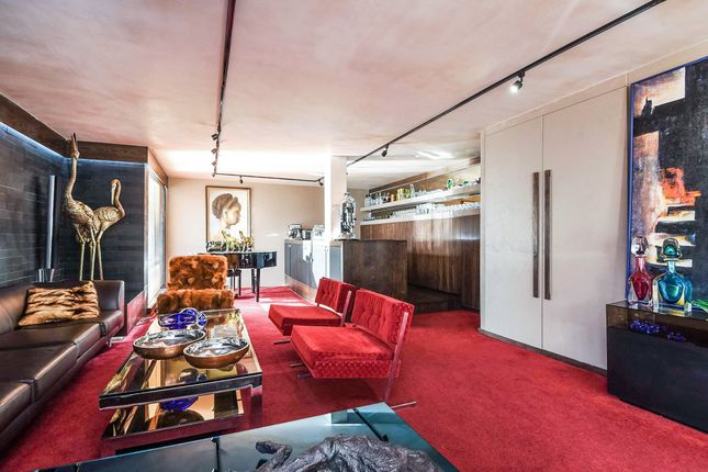 Thumbnail Flat for sale in Savoy Mews, London