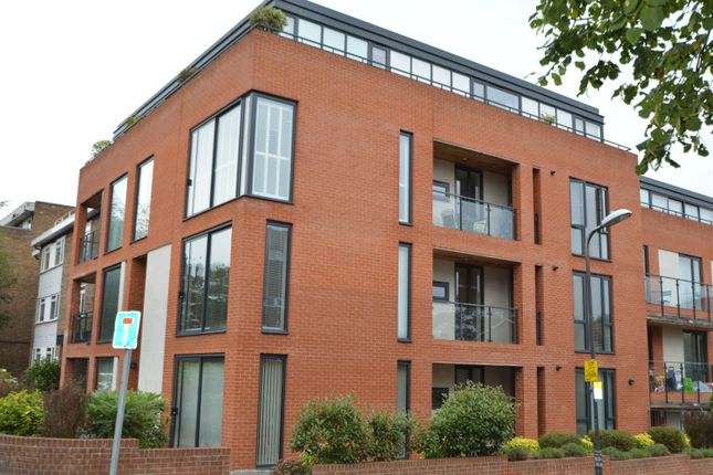 2 bed flat to rent in 66 Worple Road, Wimbledon