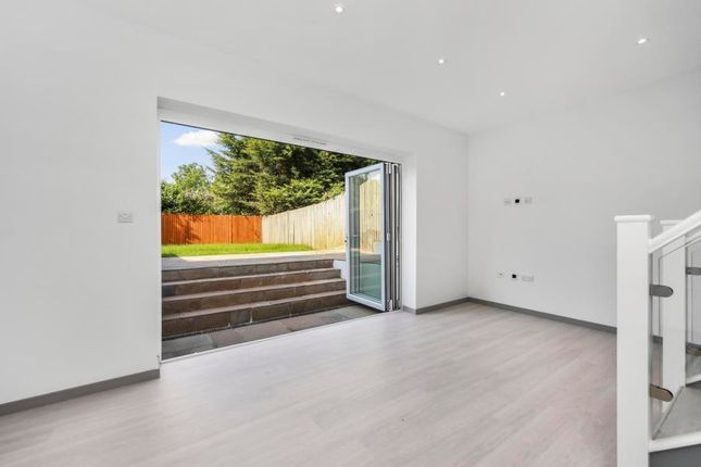 Thumbnail Flat to rent in East End Road, London