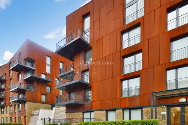 Thumbnail Flat for sale in Grand Canal Avenue Surrey Quays, London