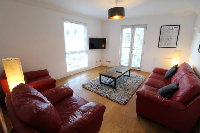 Lounge − Thomson Street