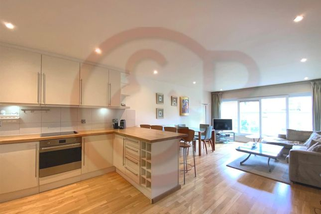 Flat to rent in The Baynards, Chepstow Place
