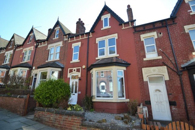 5 bed terraced house to rent in Roundhay Place, Chapel Allerton, Leeds LS8