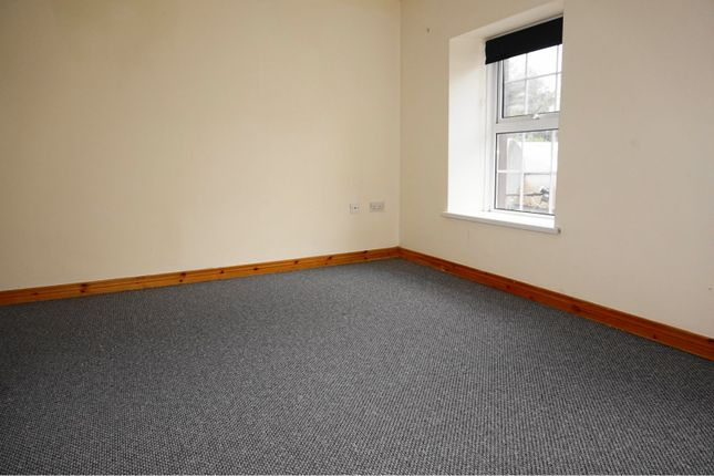 Bedroom of Market Street, Lack BT93