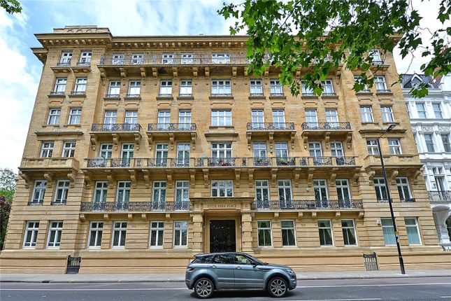 Thumbnail Flat for sale in Hyde Park Place, Hyde Park