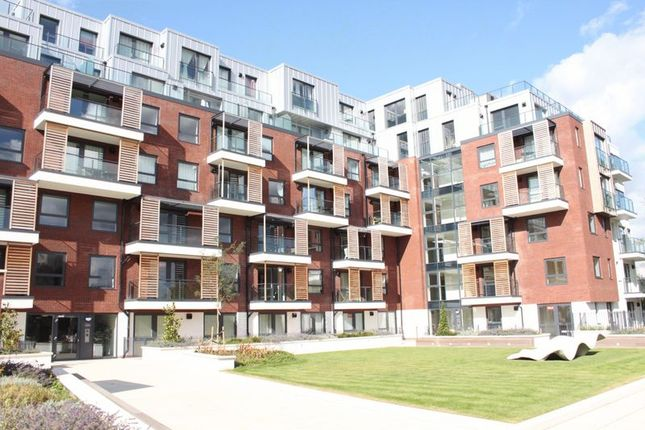 Thumbnail Flat to rent in Brunel Court, Green Lane, Edgware, Middlesex