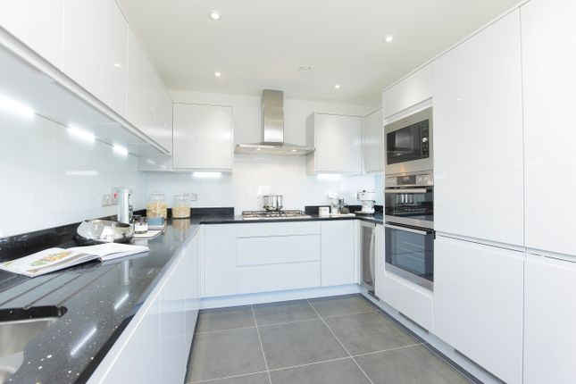 Thumbnail Terraced house for sale in London Road, Greenhithe