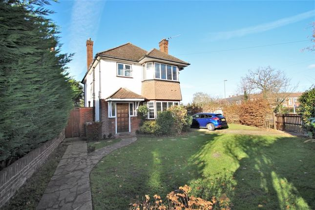 4 bed detached house to rent in Chesterfield Drive, Esher KT10