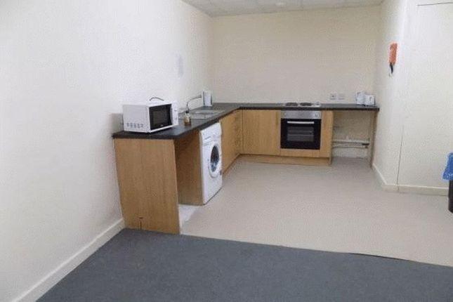 Communal Kitchen of Apartment 909-Large Corner Flat, Colonnade, Sunbridge Road, Bradford BD1
