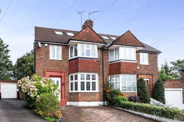 4 bed property to rent in Linkside, London N12