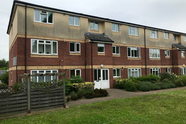 2 bed flat to rent in Duncan Road, Park Gate, Southampton SO31