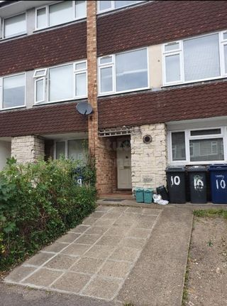 3 bed shared accommodation to rent in Dollis Drive, Farnham, Surrey GU9