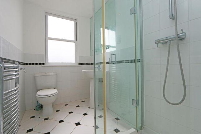 56 Stuart Road Bathroom 2 (2)