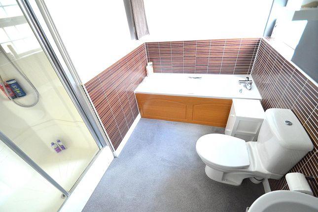 En-Suite Bathroom Bed1
