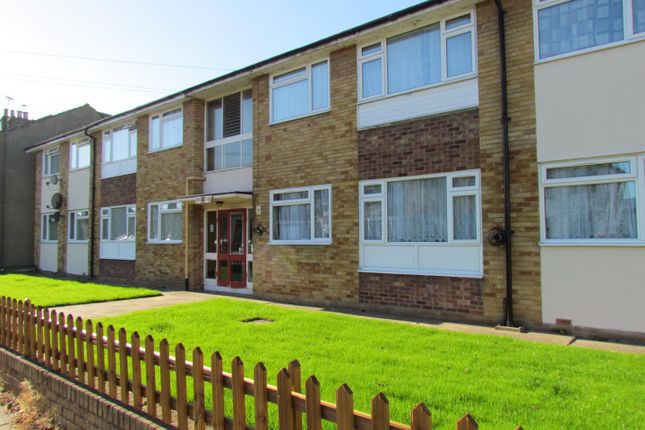 Thumbnail Flat to rent in Chadwell Avenue, Chadwell Heath, Romford