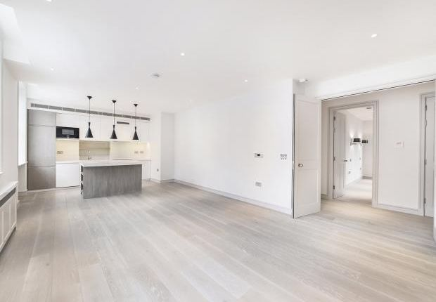 Thumbnail Flat to rent in Henrietta Street, Covent Garden