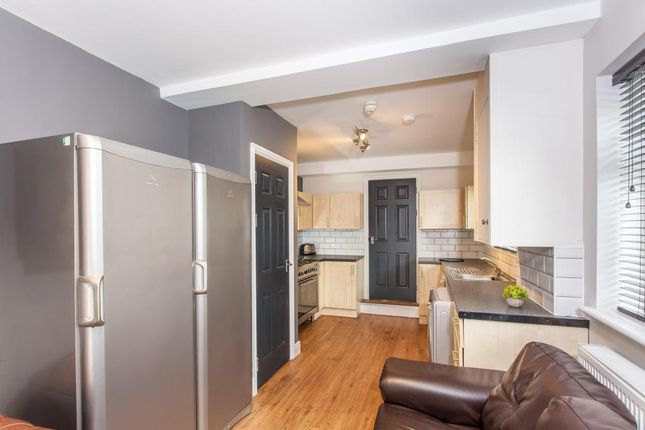 Thumbnail Shared accommodation to rent in Kincraig Street, Cardiff