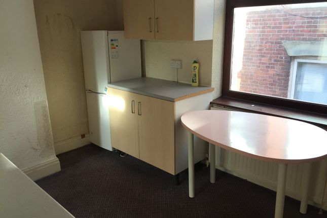 Thumbnail Flat to rent in Clegg Street, Oldham