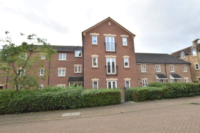 Flat for sale in Rosemary Drive, Banbury