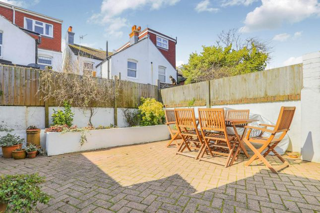 3 bed semi-detached house to rent in Erroll Road, Hove BN3
