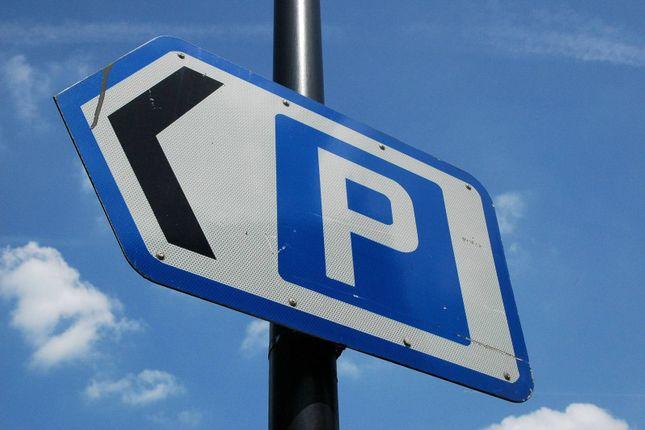 Parking/garage to rent in Durnsford Road, Wimbledon, London