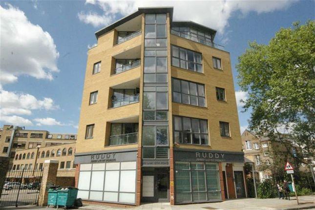 Flat to rent in Lambeth Road, London