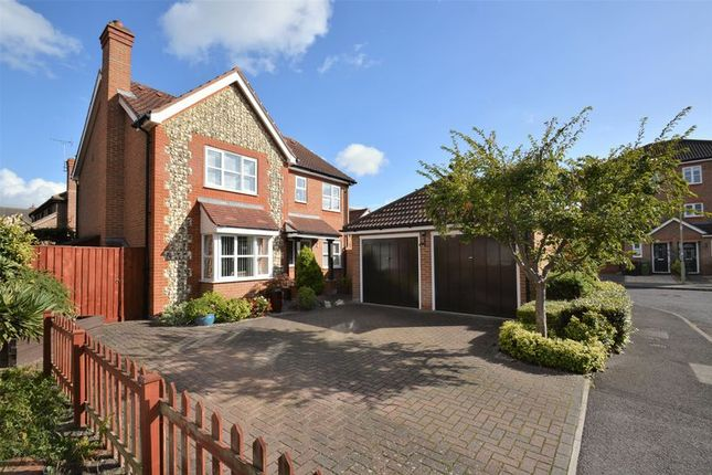 Thumbnail Detached house for sale in Tweed Drive, Didcot