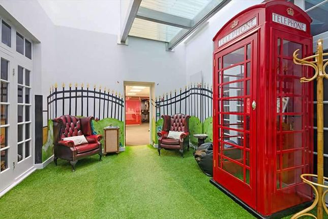 Serviced office to let in Grosvenor Gardens, London