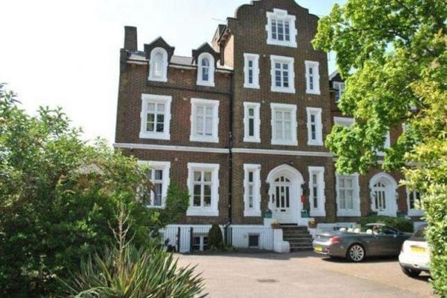 2 bed flat to rent in Upton Park, Slough