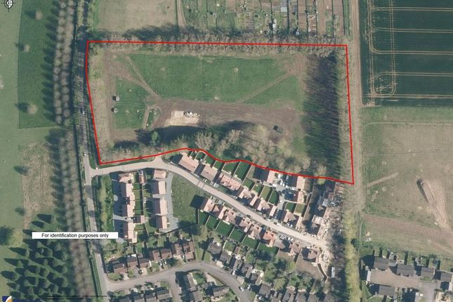 Thumbnail Land for sale in Kings Avenue, Marcham, Abingdon