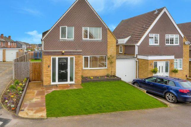 Thumbnail Property to rent in Field Close, Harpenden, Hertfordshire