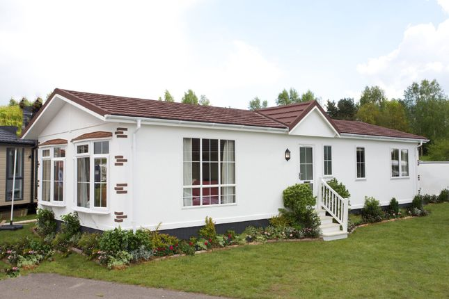 Thumbnail Mobile/park home for sale in Rother Valley, Northiam, East Sussex