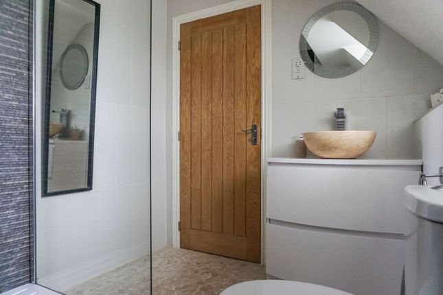 Master En-Suite of Bosworth Way, Leicester Forest East LE3