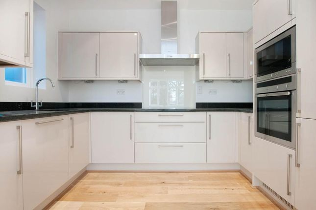 Thumbnail Flat to rent in Turret Court, 112 Aldermans Hill, London