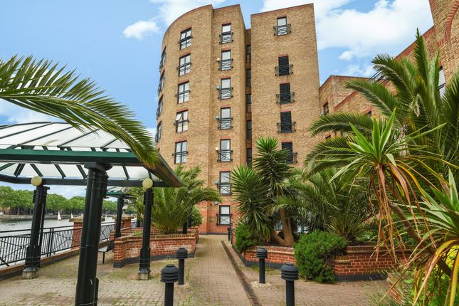Thumbnail Flat for sale in Russell Place, London