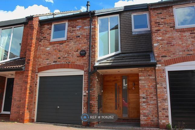 3 bed terraced house to rent in Gatcombe Mews, Wilmslow SK9