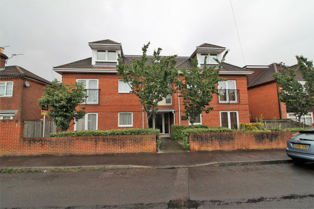 Thumbnail Flat for sale in Firgrove Road, Southampton
