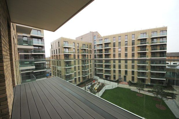 Thumbnail Flat to rent in Queenshurst Square, Kingston Upon Thames