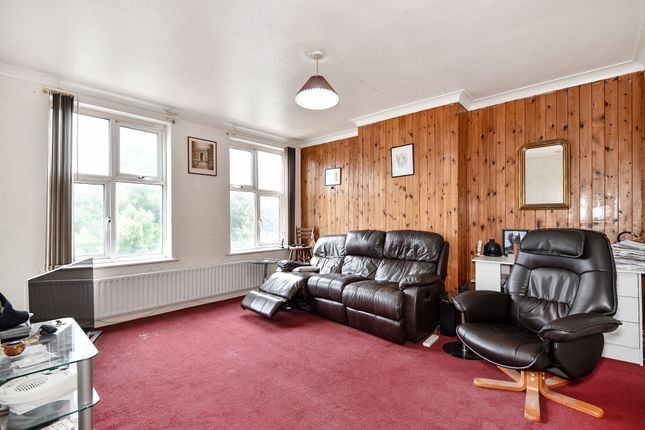 Flat for sale in Bourne Circus, Bourne Avenue, Hayes