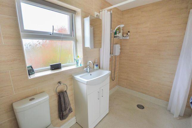 Wet Room of Veterinary Close, Hunmanby, Filey YO14