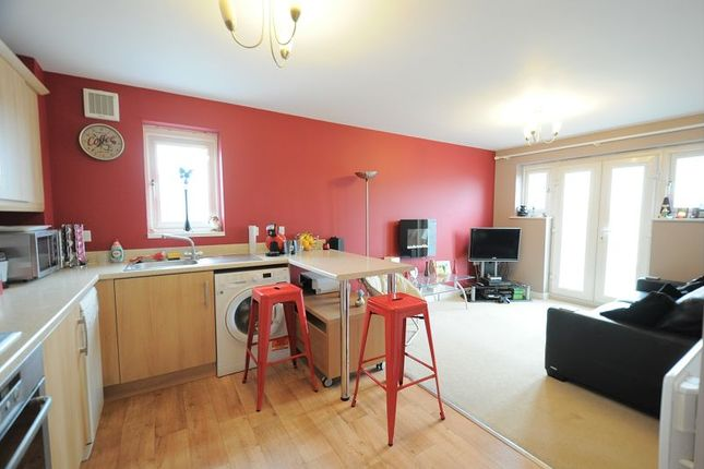 2 bed flat for sale in Woodheys Park, Kingswood