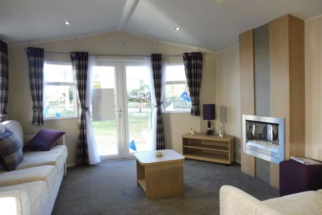 Thumbnail Mobile/park home for sale in Butt Lane, Burgh Castle, Great Yarmouth