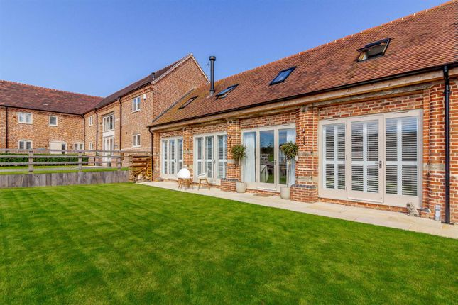3 bed property for sale in Henley Road, Outhill, Studley B80