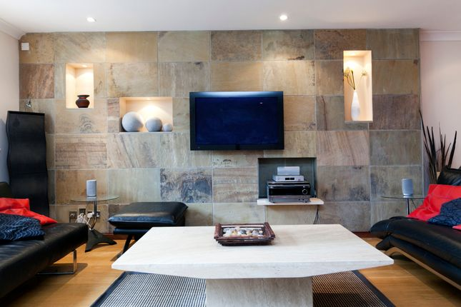 Thumbnail Flat to rent in Newton Street, Covent Garden, London