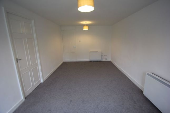 Lounge of Ridgeway Close, Studley B80